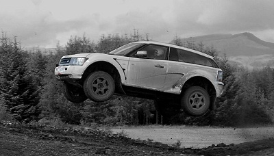Land-Rover-Range-Rover-Sport-Bowler-EXR-S-Jump